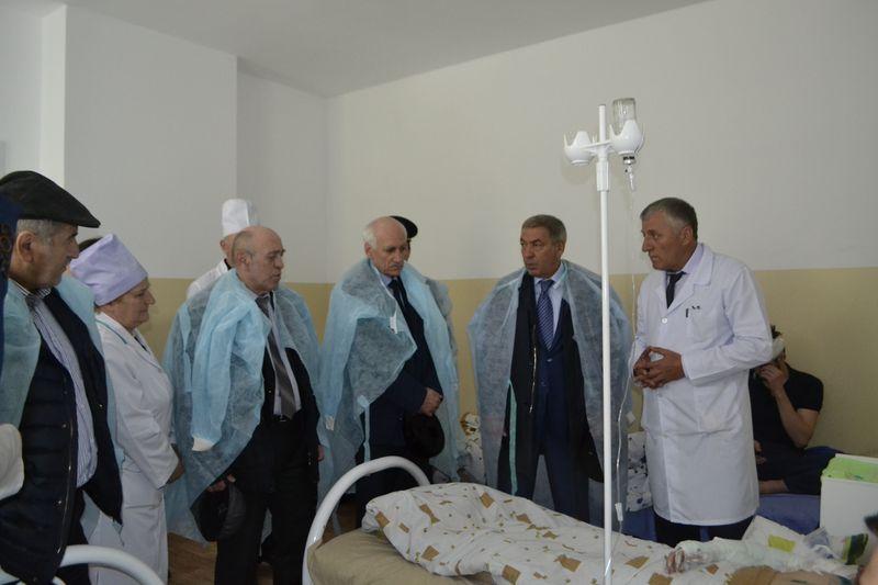 Председатель Правительства Дагестана посетил пострадавших от взрыва подростков в Цумадинской центральной больнице